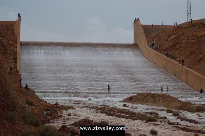 صور لسد الحسن الداخل بالرشيدية بعد التساقطات الاخيرة Barrage-errachidia-13-12-10-2008